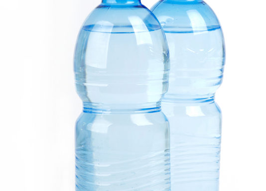 Woda źródlana gazowana 1,5l Oaza